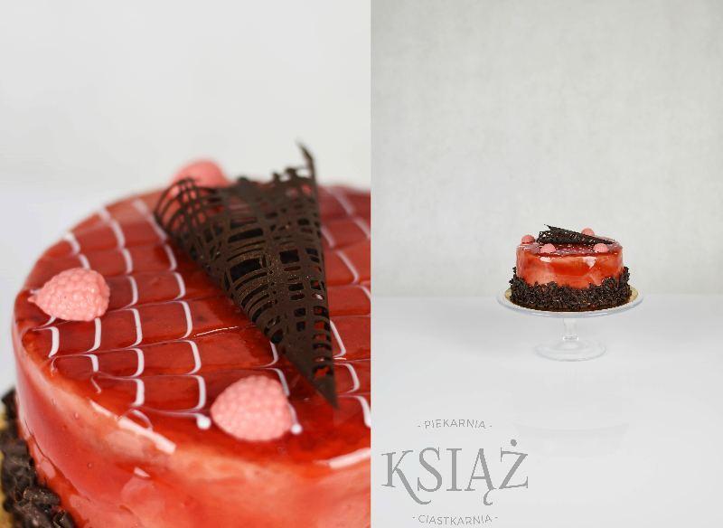 Tort malinowy T025 - jasny biszkopt przełożony śmietaną malinową