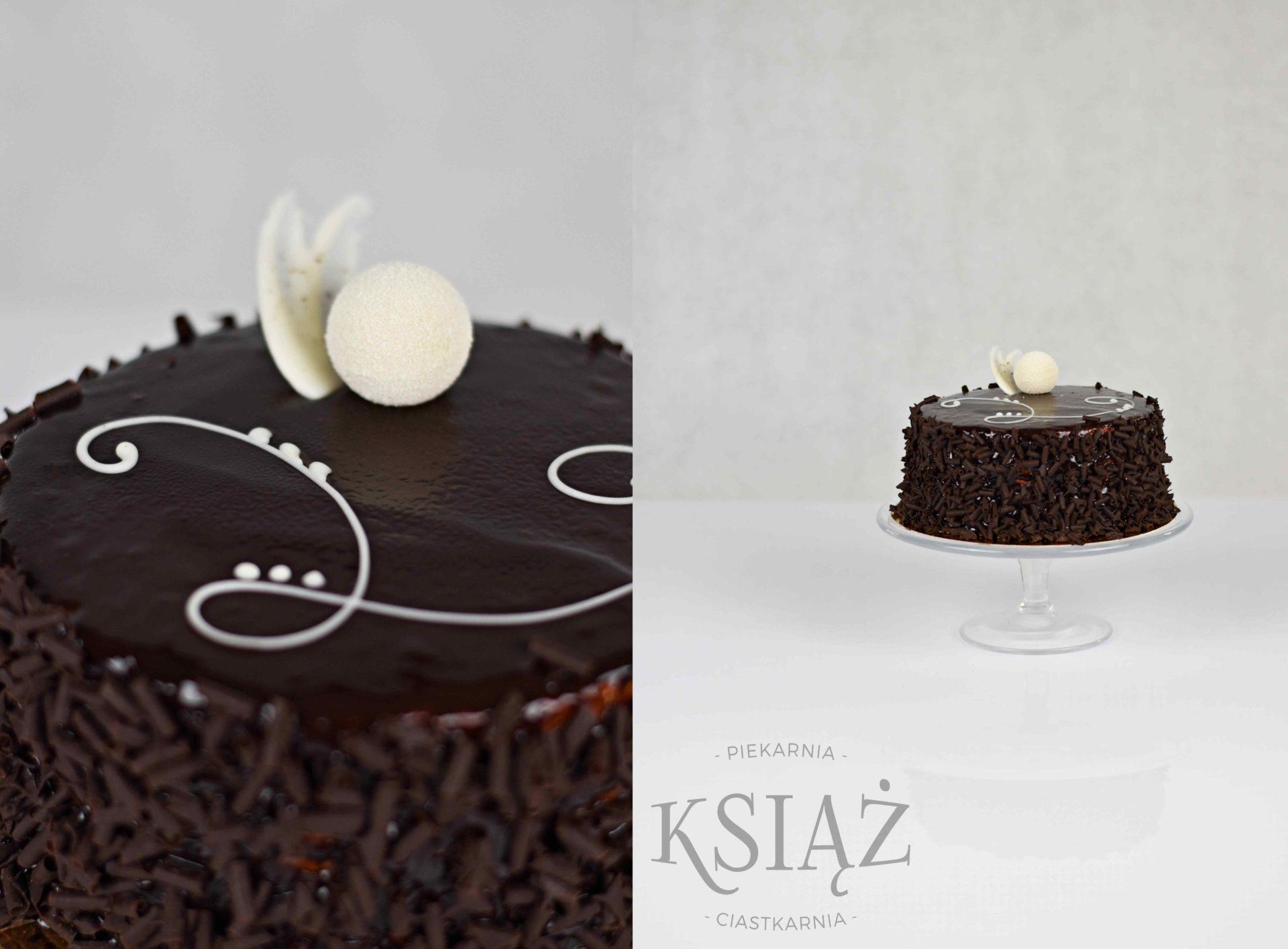 Tort węgierski T008 - ciemny biszkopt, przełożony śmietaną z wiśniami, z dodatkiem spirytusu